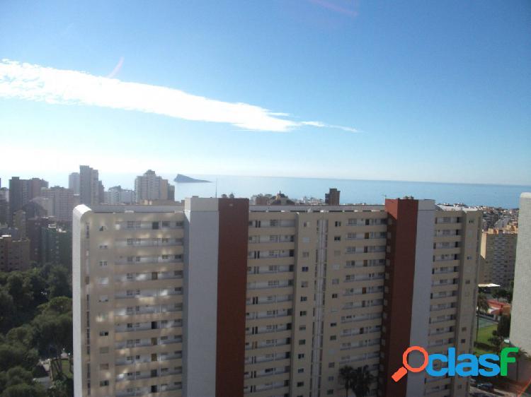 Bonito apartamento con vistas al mar y la montaña, zona Juzgados en Benidorm.