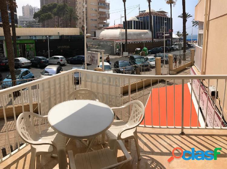 Coqueto apartamento con vistas al mar y en pleno centro de benidorm