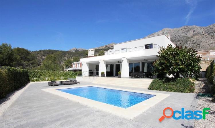 Elegante villa moderna con magníficas vistas panoramicas en altea la vella