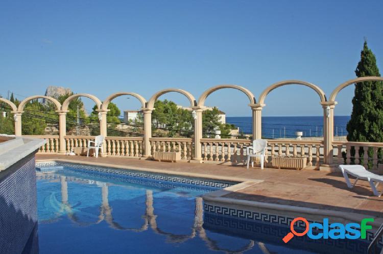 Residencial con 8 apartamentos situado a tan solo 150 m del puerto deportivo.
