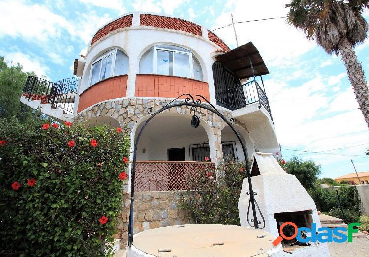 Casa muy bien ubicada a solo 300 metros del mar, calpe