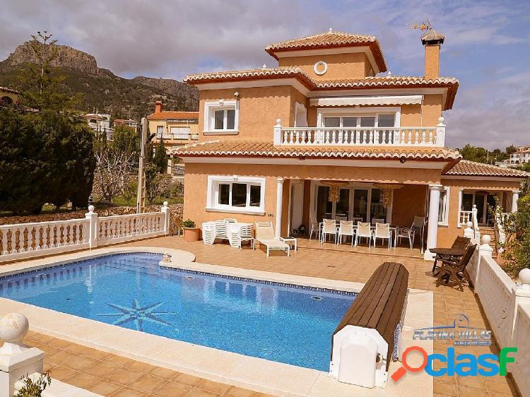 En venta amplia casa de estilo mediterráneo cerca del mar. Calpe - Costa Blanca.
