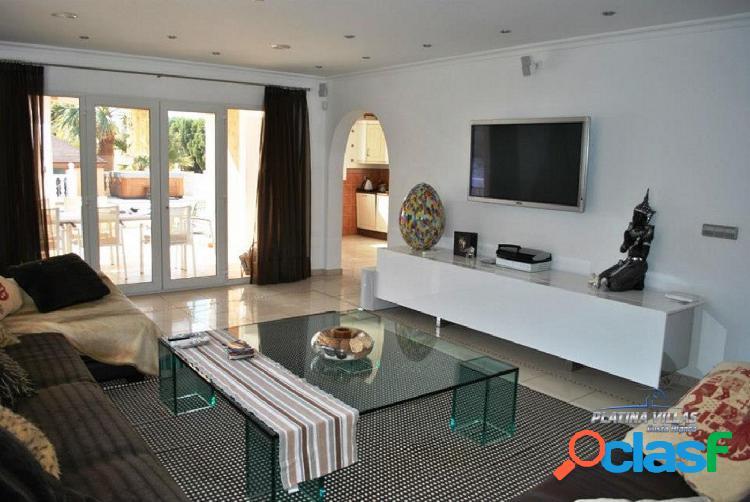 En venta amplia casa de estilo mediterráneo cerca del mar. Calpe - Costa Blanca. 3