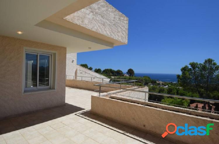 Amplio apartamento con vistas al mar en una zona tranuila en sierra de altea