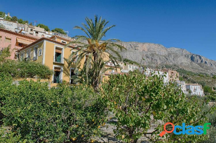 Excepcional casa de pueblo de 4 dormitorios en el casco antiguo de sella