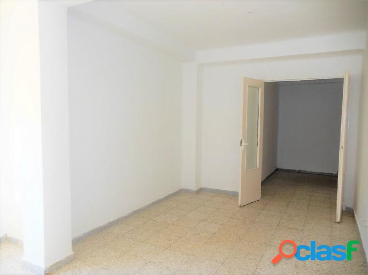 Amplio y luminoso piso de tres dormitorios en parque maria cristina