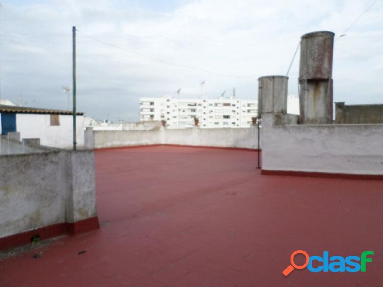 Piso de 205 m2 situado en el centro de san roque