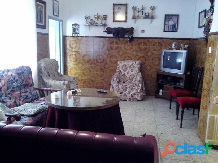 Casa con cochera en pueblonuevo