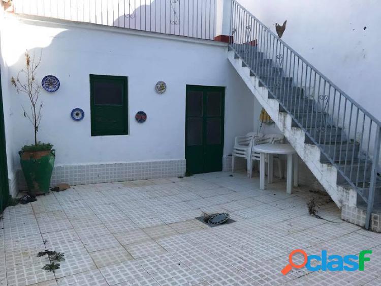 Casa con local haciendo esquina en fuente obejuna