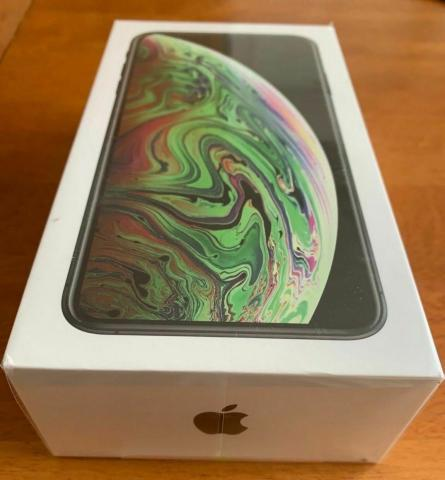 Apple iphone xr red - 256gb - (factory unlocked)