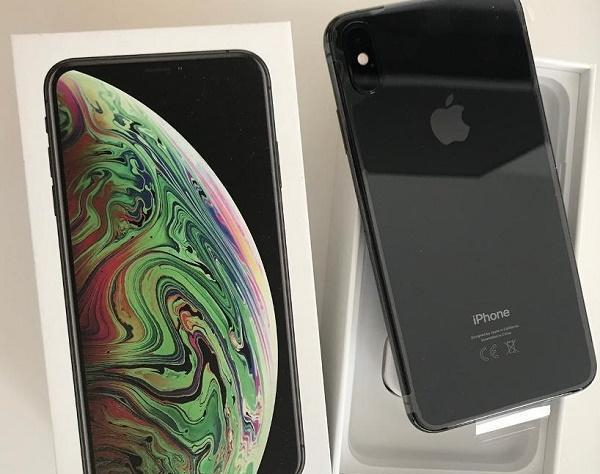 Apple iphone xs 64gb = €400,iphone xs max 64gb =