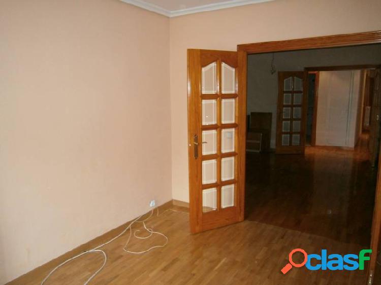 Piso venta zona centro, 3 dormitorios, 2 baños, gran salon dos ambientes