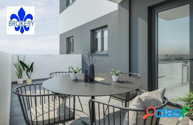 Apartamento de 2 dormitorios con plaza de garaje en el centro de estepona por 139.000€