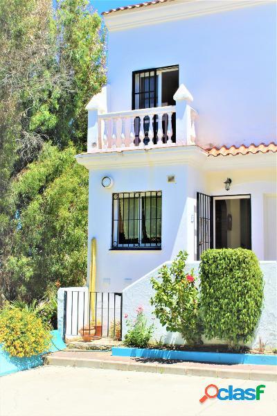 Impresionante casa familiar de tres dormitorios frontal al mar en venta. 2