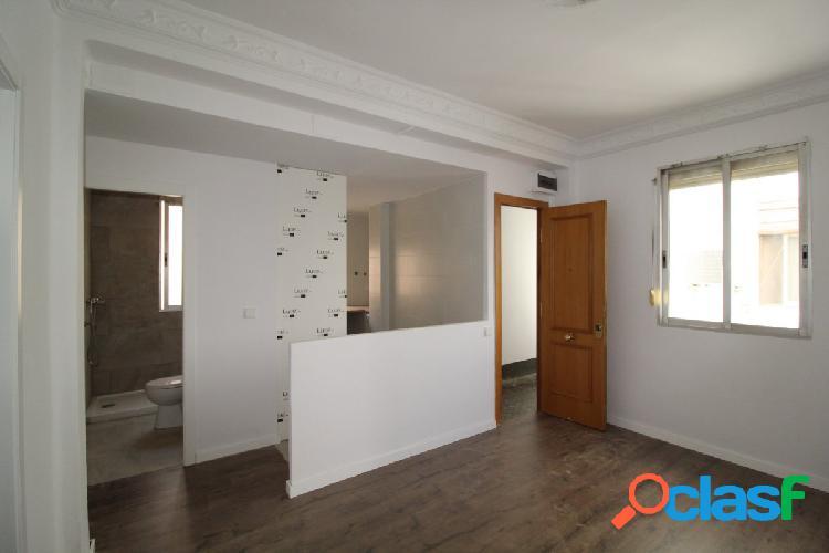 Reforma a estrenar, 2 habitaciones, comedor amplio y cocina americana integrada, 2ª altura, parquet