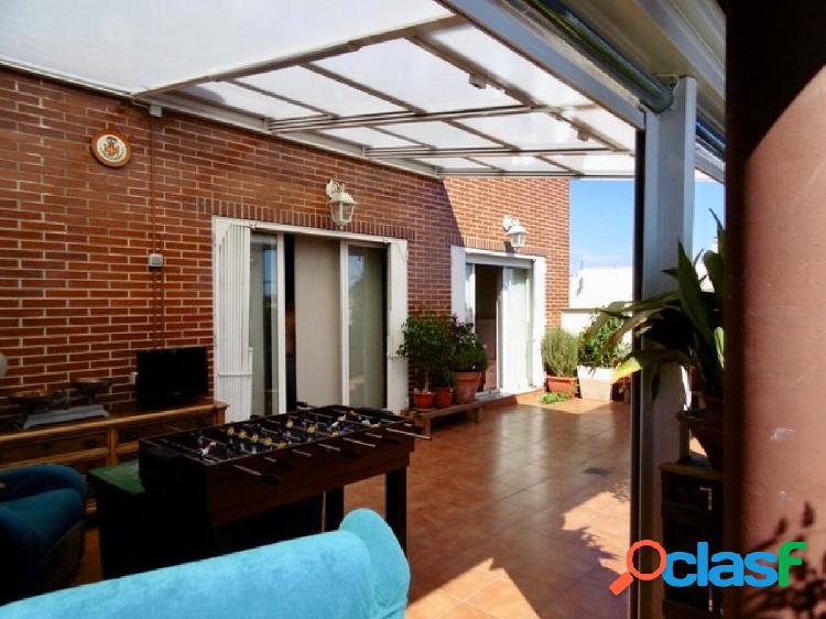 Atico 100 metros+40 terraza, finca año 2007, orientación este, 3 habitaciones dobles, 2 baños