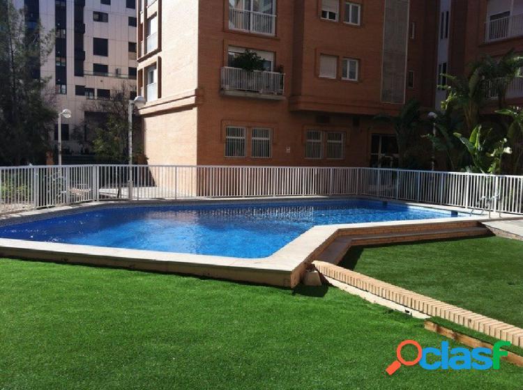 Complejo residencial, piscina, gimnasio, pista pádel, jardín, detrás hotel meliá y junto campo futb