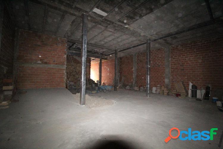Sin comisiones, local comercial 302 metros, ideal garaje privado, puerta de acceso independiente
