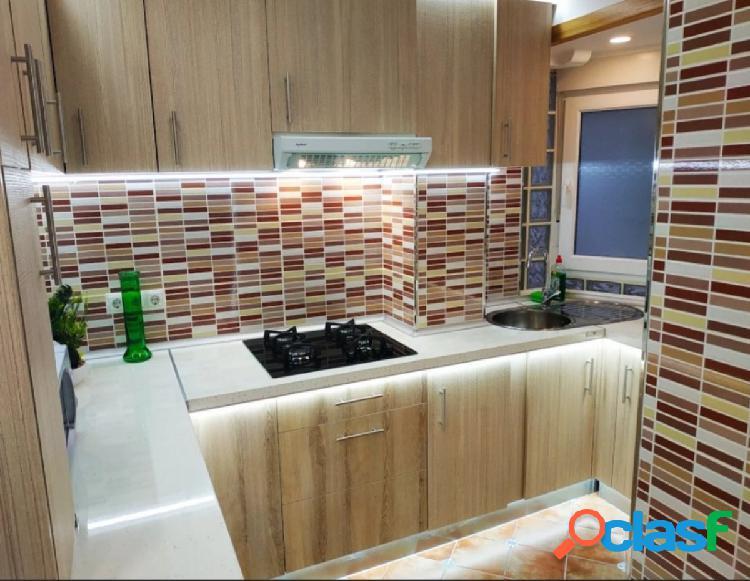 Reforma diseño, ascensor, 3 habitaciones, muebles y electrodomesticos incluidos en el precio