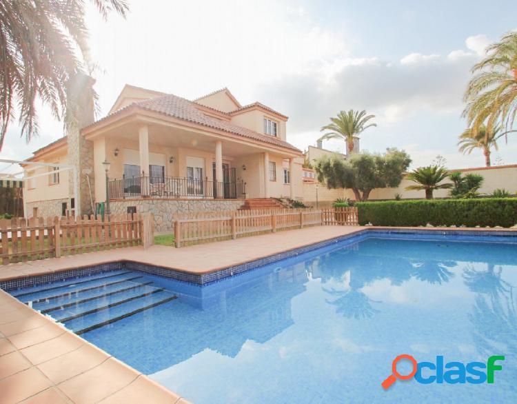 Chalet de lujo con piscina privada en mil palmeras, pilar de la horadada (alicante). a 200m de la pl