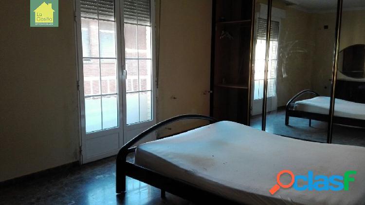 Se vende edificio con vivienda duplex de 4 dormitorios, local comercial y garaje privado