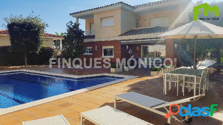 Casa de 550 m2 construida en parcela de 860 m2 con la mejor comodidad, lujo y tranquilidad!