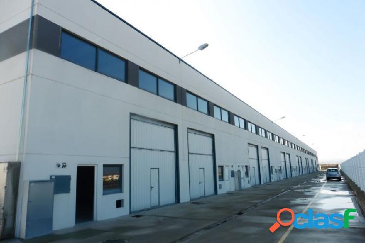 Nave industrial de 140 m2 en polígono empresarium