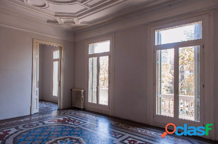 En venta espectacular piso de 250m2 a reformar en paseo de gracia