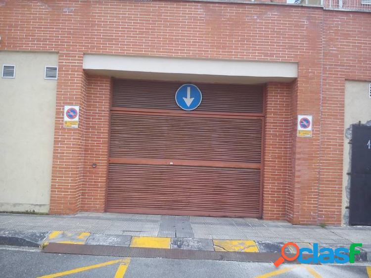 Se alquila plaza de garaje en san jorge, pamplona.