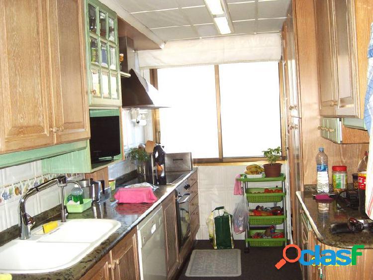Piso de 110 m2 con 4 dormitorios y 2 baños
