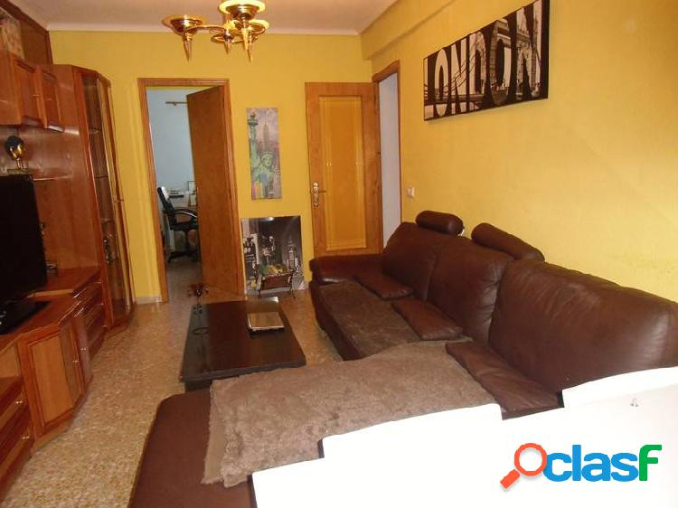 Piso de 80 m2 con 3 dormitorios, cocina, comedor, baño