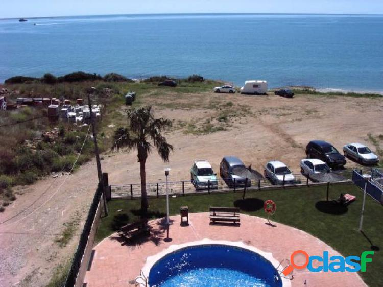 Ático dúplex de 70 m2 amb 2 dormitorios i terraza de 8 m2 primera línea de mar