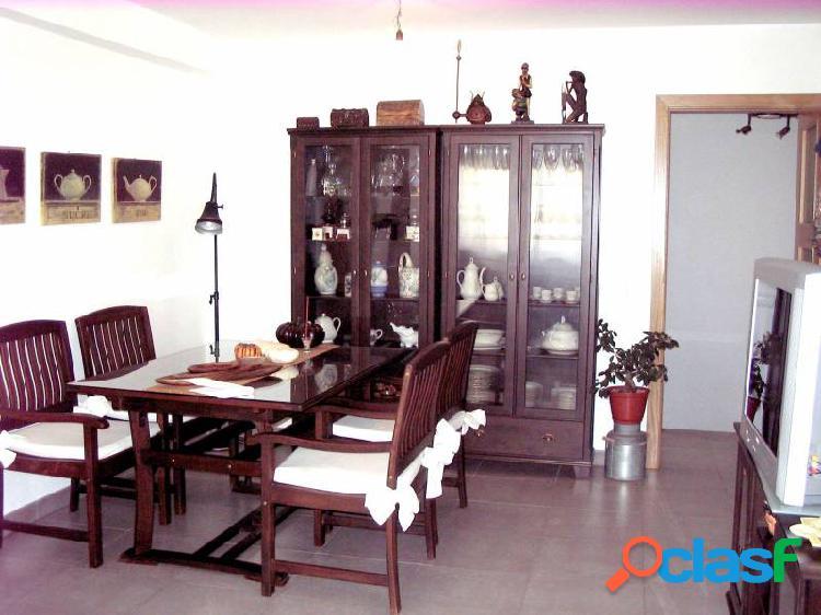 Dúplex de 84 m2 con 3 dormitorios y terraza de 8 m2 en zona centro