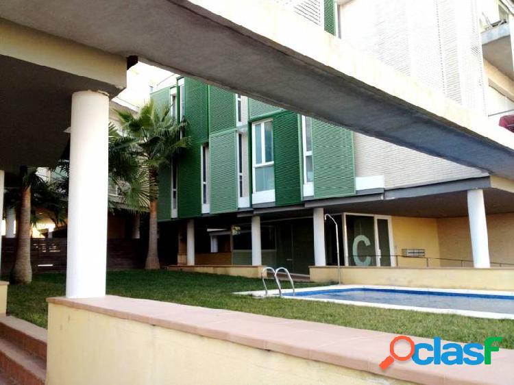 Piso planta baja con acceso independiente de 130 m2 con 3 dormitorios y 3 baños nuevo a estrenar.