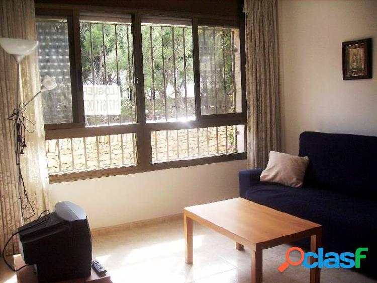 Apartamento en planta baja de 85 m2 con 3 dormitorios y 2 baños en zona playa