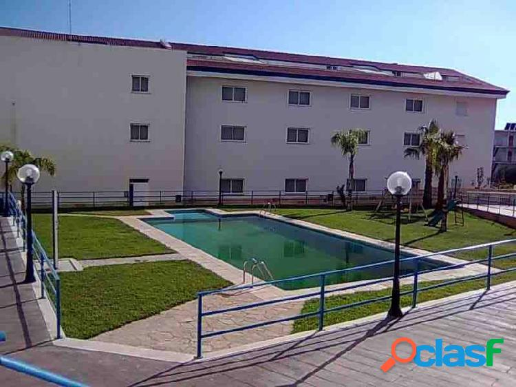 Ático duplex, 3 dormitorios, terrazas, piscina comunitaria. 1ª línea de mar