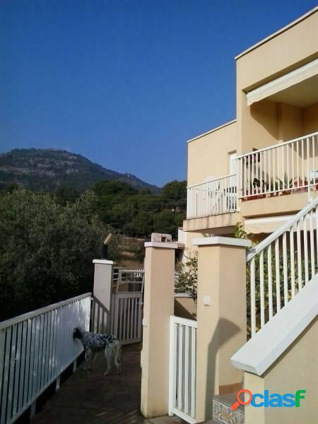 Casa adosada de 4 dormitorios, barbacoa, piscina comunitaria. vistas mar y montaña