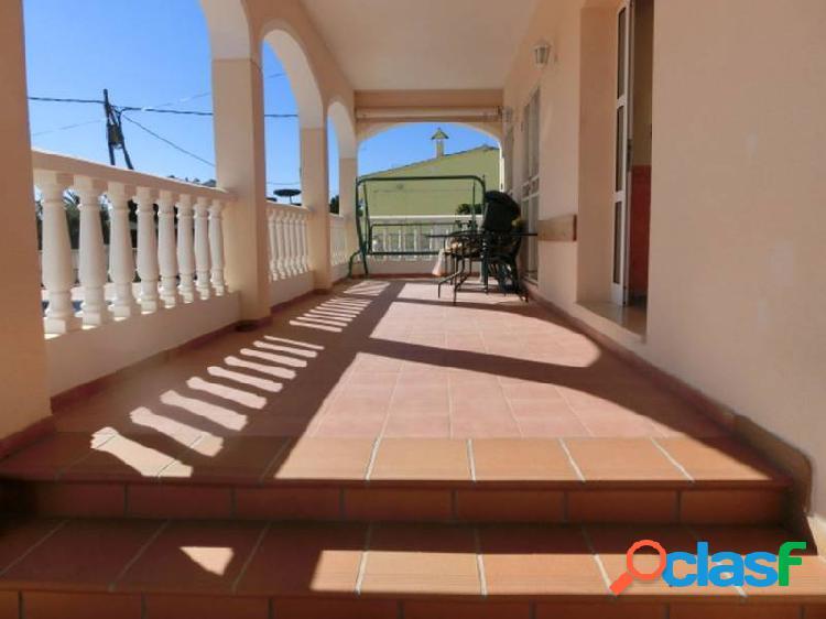 Chalet de 245 m2 con 5 habitaciones, piscina y terrazas con buenas vistas