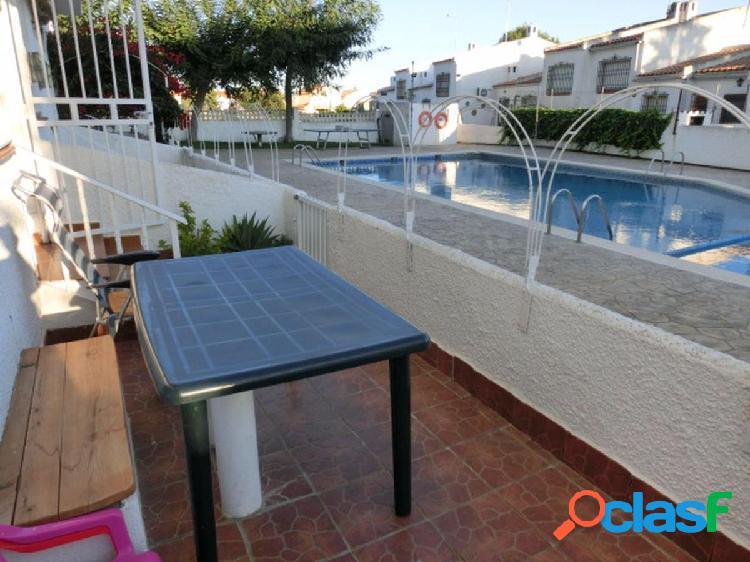 Planta baja de 55 m2 con 2 habiatciones, terraza y piscina