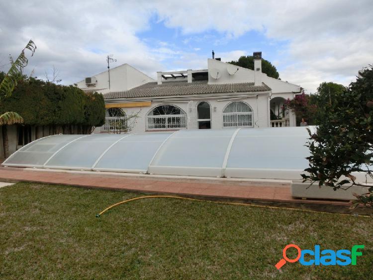 Chalet en alcanar playa con 3 habitaciones, terraza, jardin y piscina privada