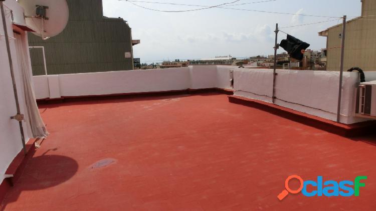 Piso de 150 m2, con 4 dormitorios.lavadero. terrado. muy cuidado
