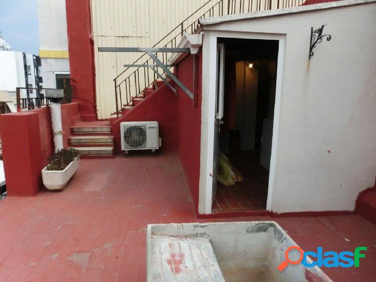 Piso de 80 m2, con 3 dormitorios. mas buhardilla con terraza y terrado