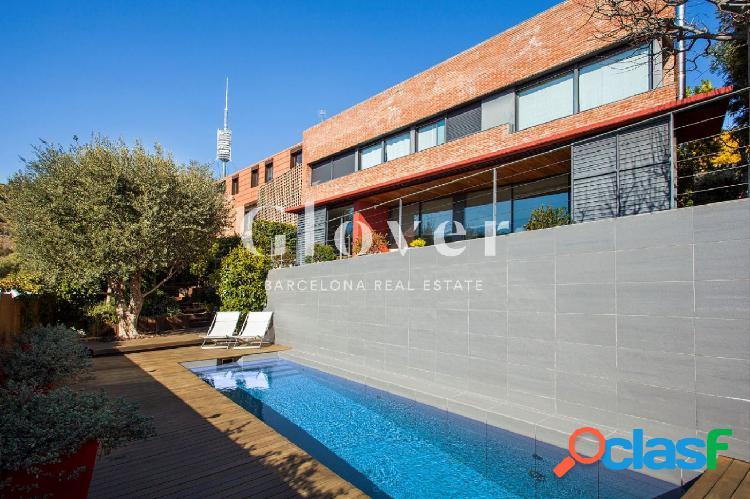 Casa con jardín y piscina y vistas al mar en Barcelona 1