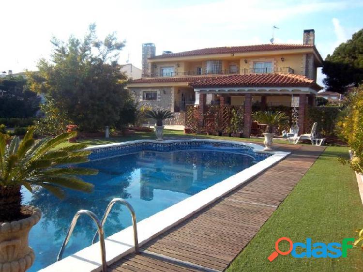 Chalet individual 5 hab. en vilafortuny. parcela 1.500 m2. piscina.