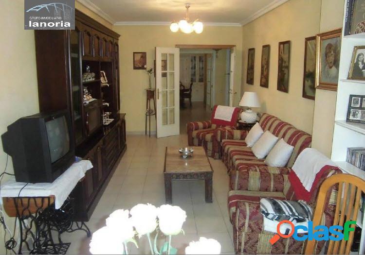 La noria vende amplio piso en zona inmejorable con garaje incluido en precio.