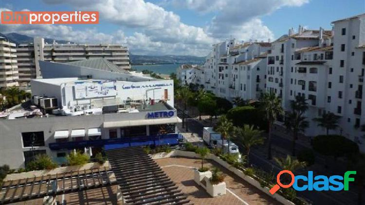 Apartamento en el centro de puerto banus, marbella, malaga