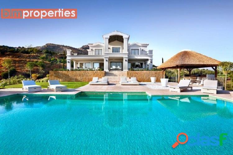 Villa de lujo en benahavis en primera linea de golf, marbellla, malaga
