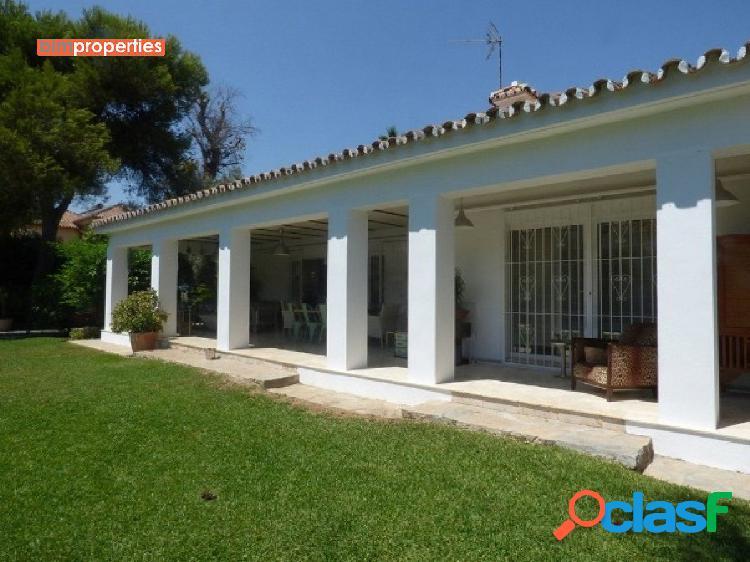 Villa en la nueva milla de oro, paraiso bajo, estepona,malaga