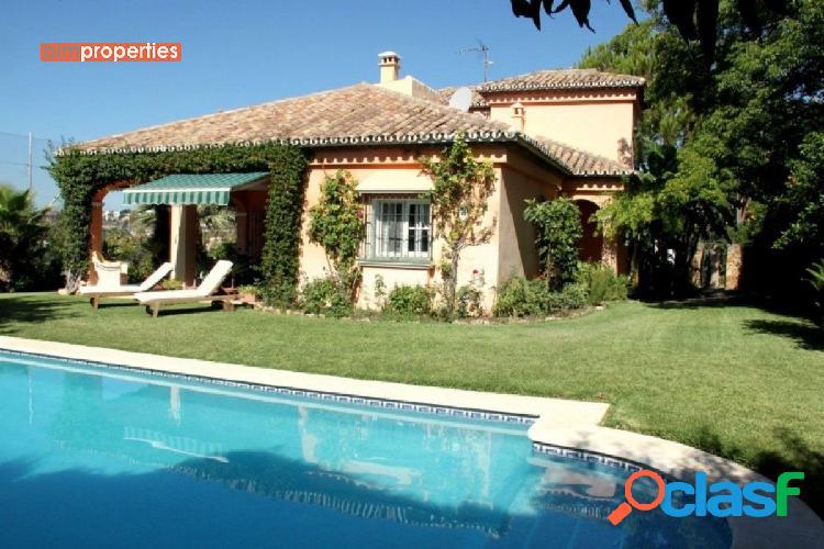 Villa en primera linea de golf, nueva andalucia,marbella