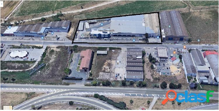 Nave industrial, oficina, almacén y aparcamiento... 8.153 m2 de superficie!!!